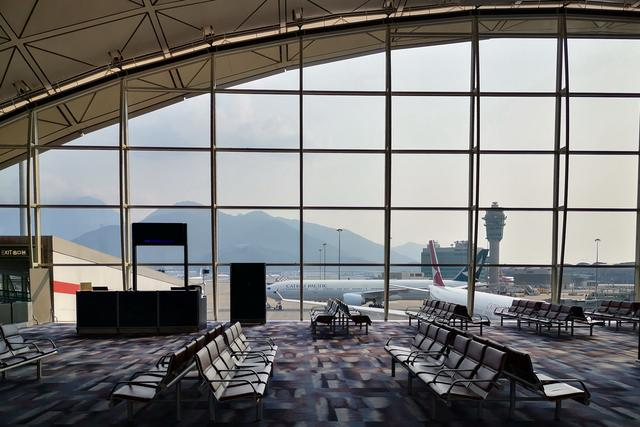 香港机场迎来客流危机!国泰公布数据:载客数下降99.6%